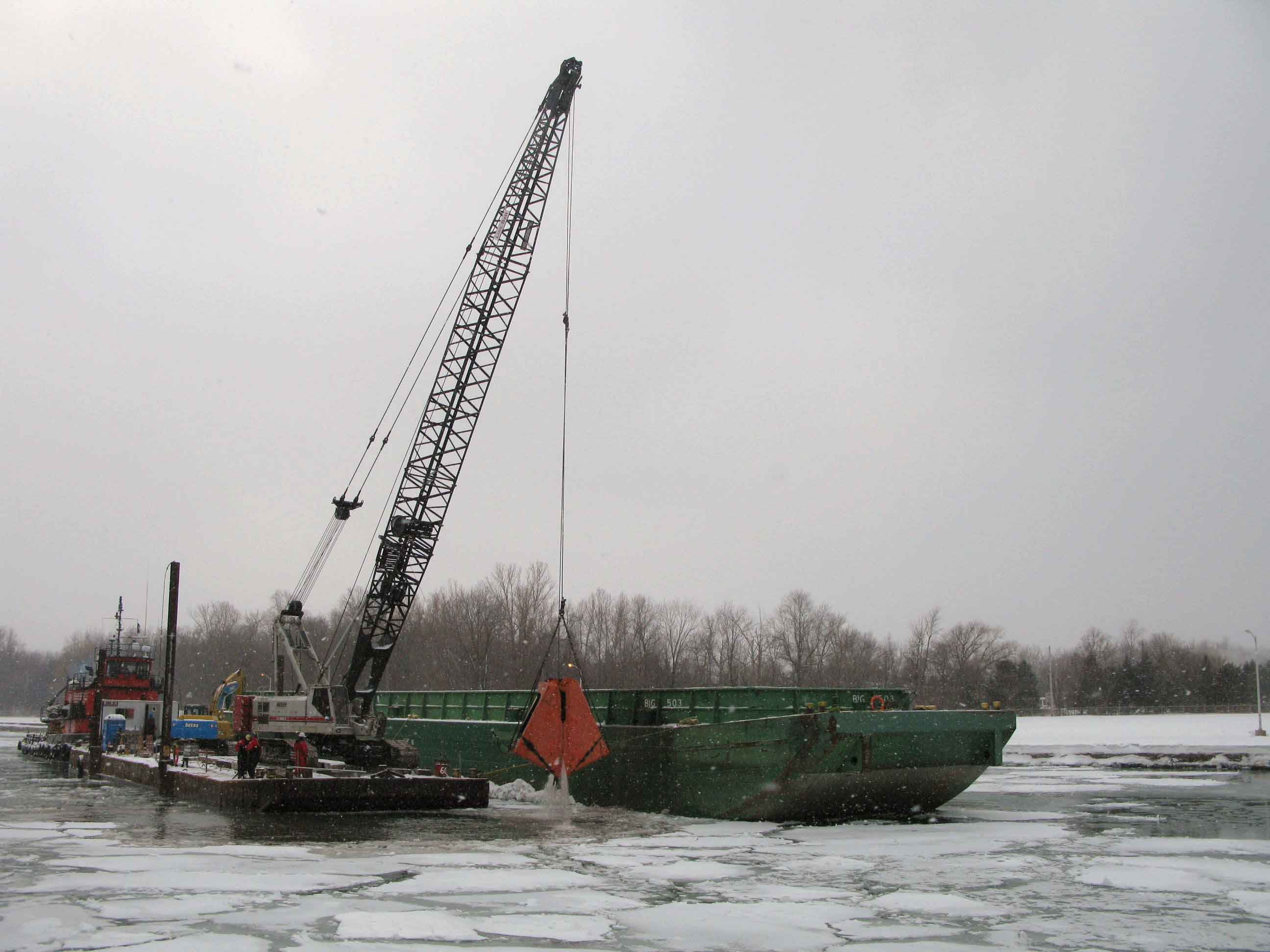 115 ton Link Belt Crane with Cable Arm Bucket loading barge. Equipment on 500 ton work barge converted to a spud barge